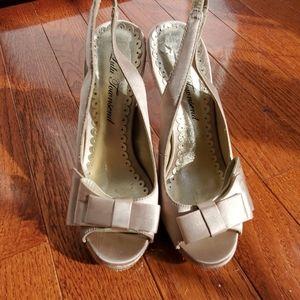 LuLu Townsend Gold Slingback Heel size 51/2